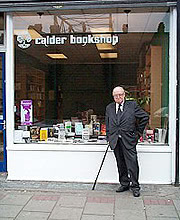 https://www.naxosaudiobooks.com/wp-content/uploads/2018/05/John_Calder_outside_bookshop.jpg